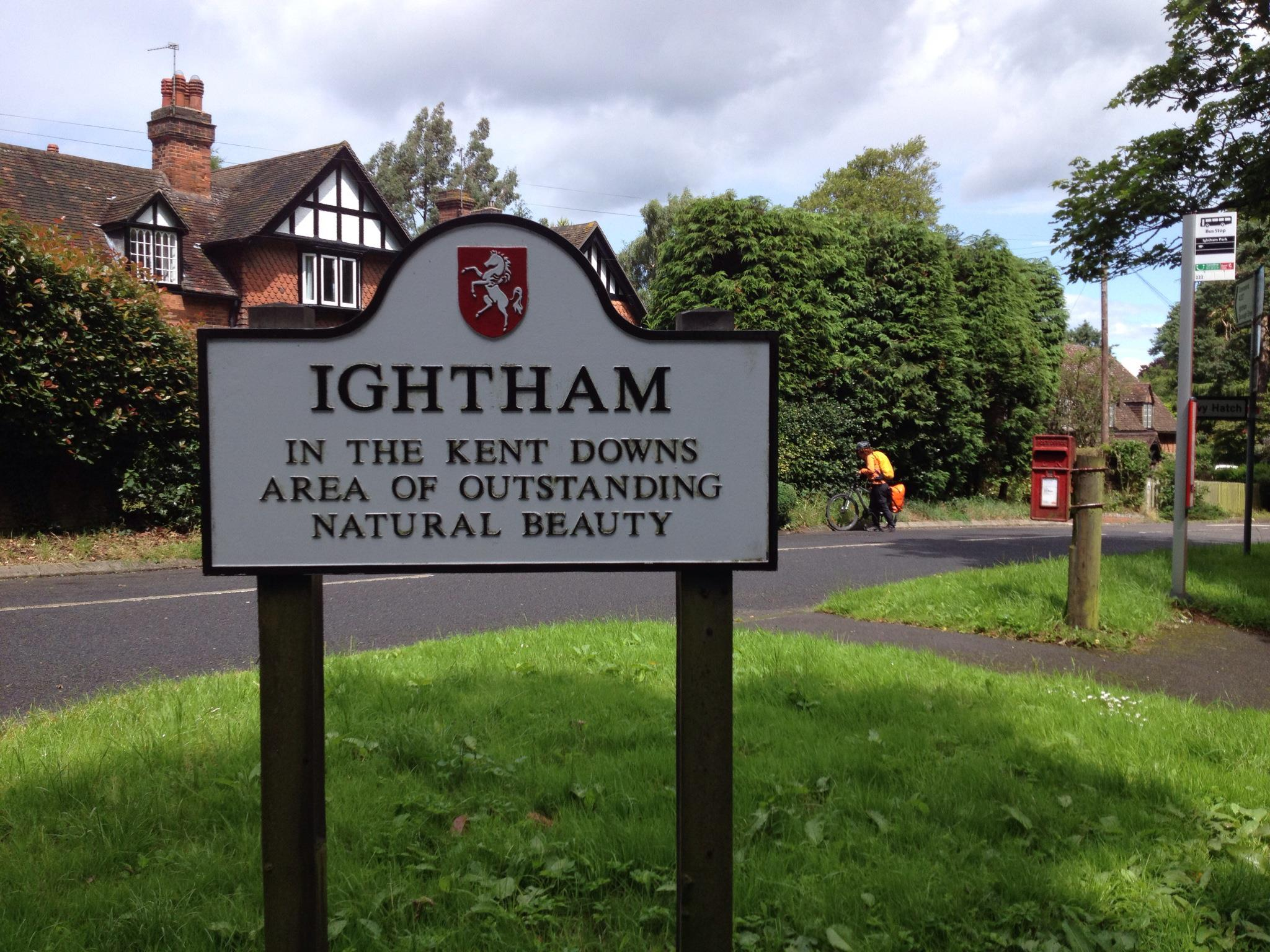Ightham Village sign at top of Bates Hill