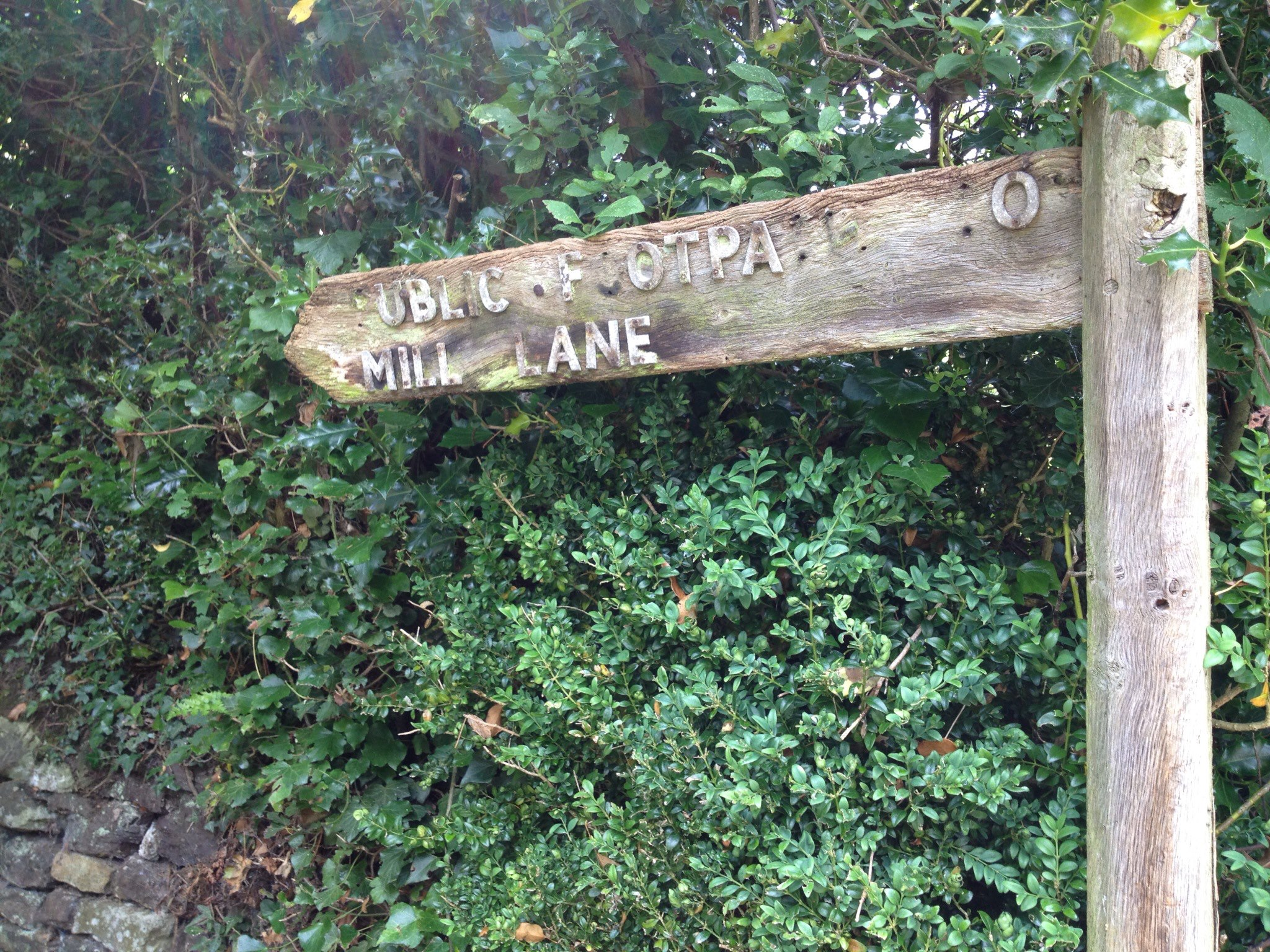 Public footpath sign to Mill Lane